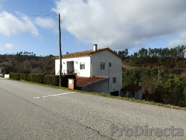 Family house with 3 floors located in Arganil