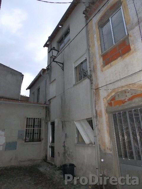 Apartment building in Arganil for sale