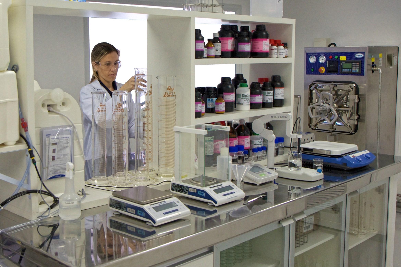 Lab overview / Vista de uma das salas do laboratório