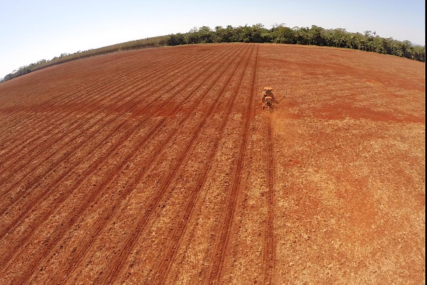 Subsoiling before planting / Subsolagem antes do plantio