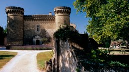 Good base for wine tour: Chateau de Massillan Uchaux Luxury 30 min north Avignon