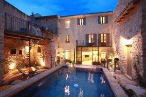 Maison Remparts Beaume de Venise1