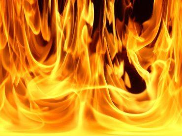 Доведений до відчаю пенсіонер облив себе бензином і підпалив