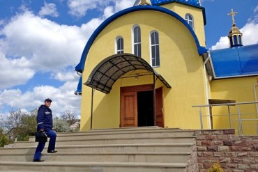 Напередодні Великодня пожежники масово пішли по церквах