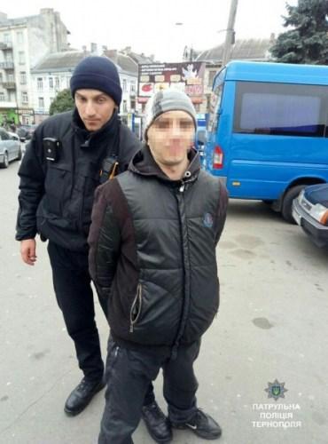 Патрульні виявили двох чоловіків, які перебувають у розшуку