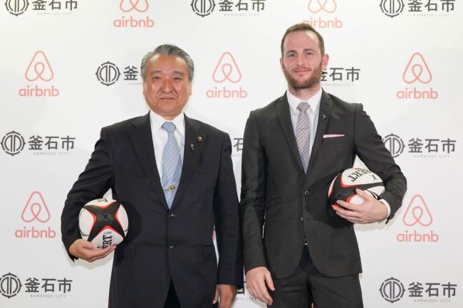 釜石市長 野田武則さんとAirbnb共同創設者兼CPOジョー・ゲビアさん:Airbnb Japanプレスリリースより引用