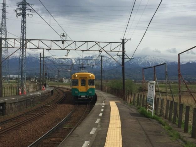 寺田駅 ホームから望む立山連峰