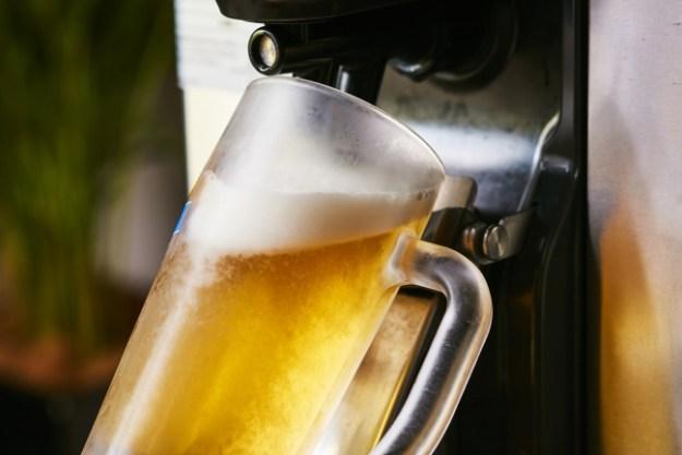 生ビールは自動サーバーで