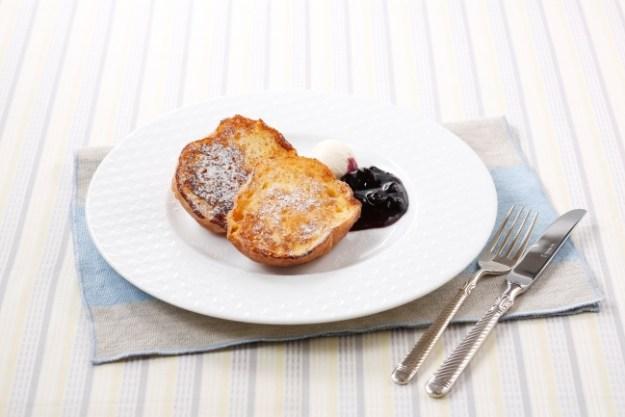 石窯ブールのフレンチトースト ~サワークリーム&ブルーベリージャム680円