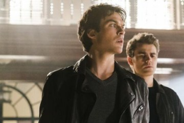 tvd-722-damon-and-stefan-go-into-the-armory
