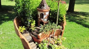 17 Broken Plant Pots That Have Been Transformed Into Wonderful Fairy Gardens