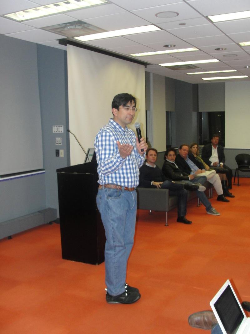 Diego Molano presentando en PS10 en Nueva York.