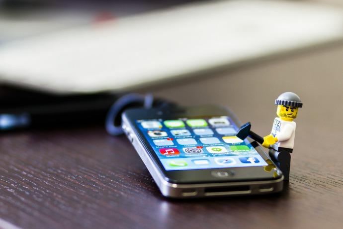 iphone-lego-man