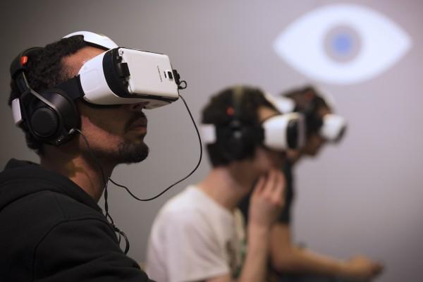 Players use Oculus virtual reality headseats at the Paris Games Week show on November 1, 2014 in Paris.  AFP PHOTO / JOEL SAGET        (Photo credit should read JOEL SAGET/AFP/Getty Images)