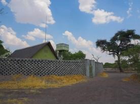 Ummauertes Sanitärgebäude in Savuti