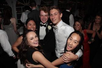 Students endure hailstorms to get to Prom