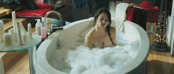 Lucie Laurier Nitro nue bain 3