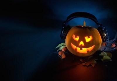 qc-halloween-pumpkin-headphones-760