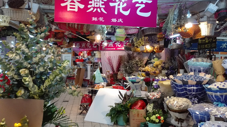 Qingdao shopping_under the stairs4b