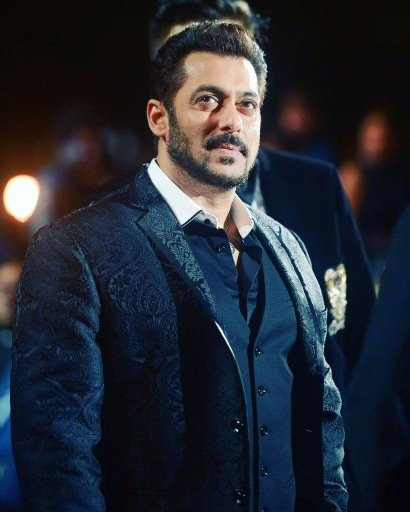 Why is Salman Khan not growing old    Quora Salman Khan is aging  Every one does  It is just that he is taking care of  himself  he eats well  does his routine workout  stays healthy and fit