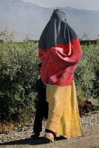 Female_soccer_fan_in_Afghanistan