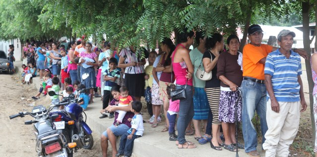 Guatemalan families wait in line outside a Medical Readiness Training Exercise during Beyond the Horizon 2014, Zacapa, Guatemala, April 21, 2014.
