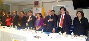 Los candidatos y los organizadores del debate político en el consulado de Ecuador en Manhattan. Fotos Javier Castaño
