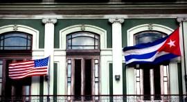 Cuba y EE.UU. abren embajadas y se calientan los políticos