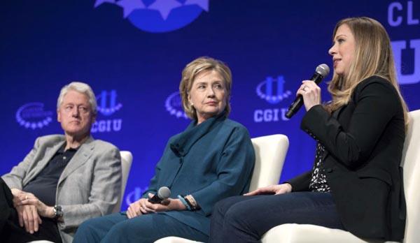 Hillary Clinton en aguas turbias por correos y Fundación Clinton