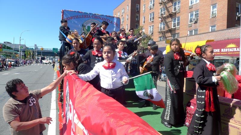 Los grupos folclóricos mexicanos fueron los más destacados.