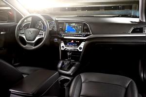 Por dentro el Hyundai Elantra del 2017 es muy espacioso.