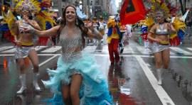 Desfile de la Hispanidad bajo la lluvia