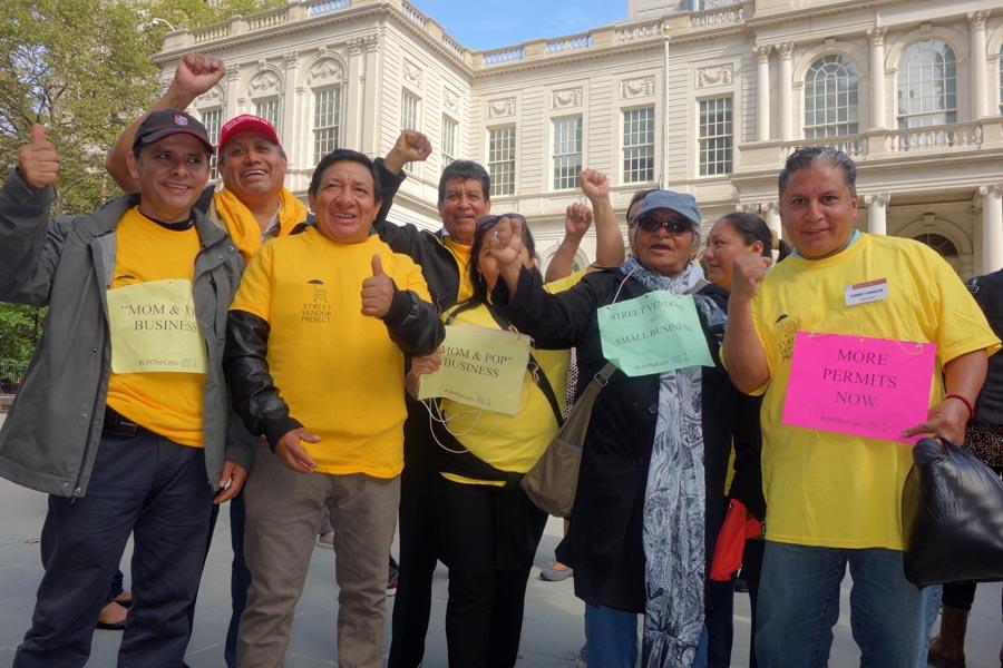 Vendedores ambulantes latinos le dan la bienvenida al proyecto de ley, incluyendo a