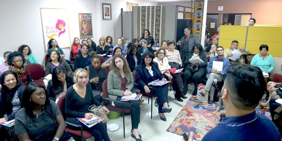 En Voces Latinas se escucharon testimonios de vida de la comunidad latina.