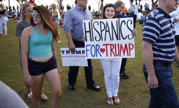Trump busca el voto latino y negro en Florida