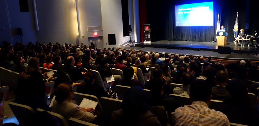 La conferencia sobre desarrollo y medio ambiente que organizó la gobernación de Nueva York fue muy concurrida.