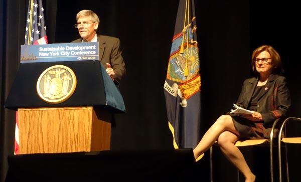Estado de NY busca proteger el medio ambiente y familias