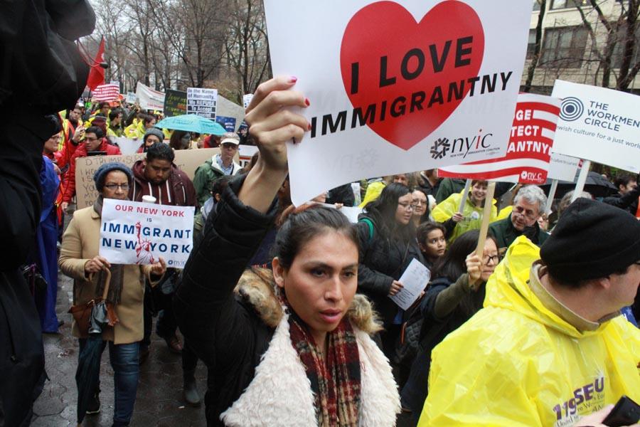Los inmigrantes, con o sin documentos, marcharon hasta Trump Tower. Foto Humberto Arellano