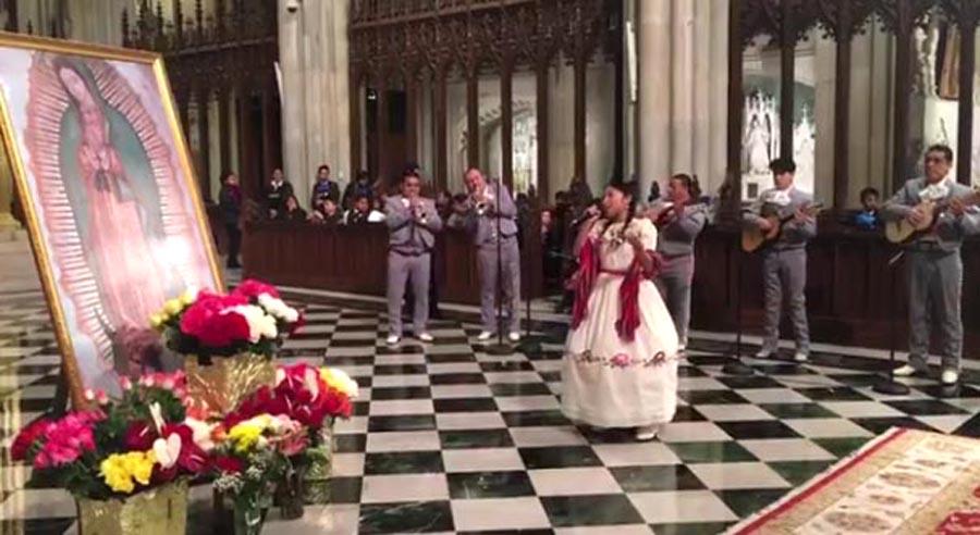 En la Catedral de San Patricio las celebraciones a la Virgen de Guadalupe comenzaron este domingo 11 de diciembre en la noche.