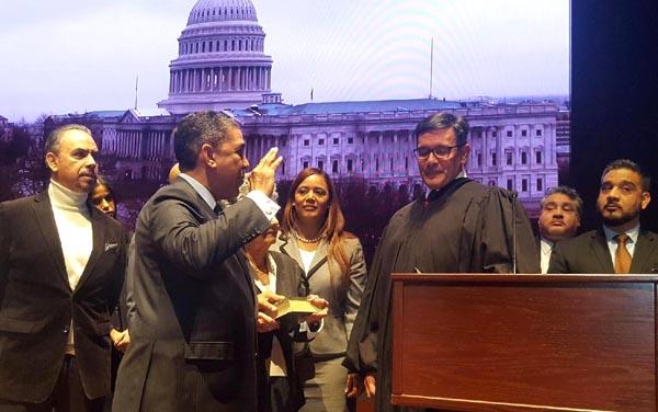 Adriano Espaillat jura como primer congresista de origen dominicano en EE.UU.