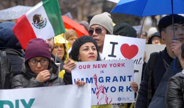Presidente Trump deportaría a inmigrantes que cobran beneficios sociales