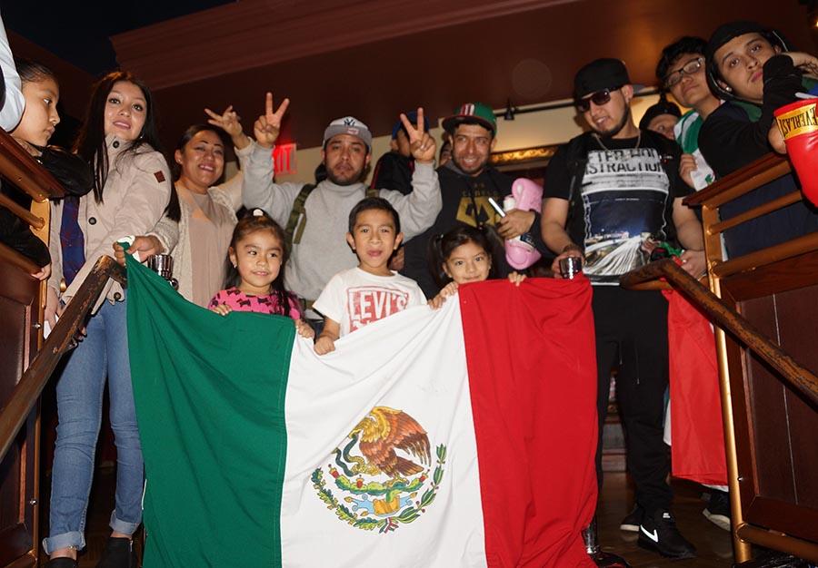 Aficionados mexicanos en la conferencia de prensa en Nueva York.