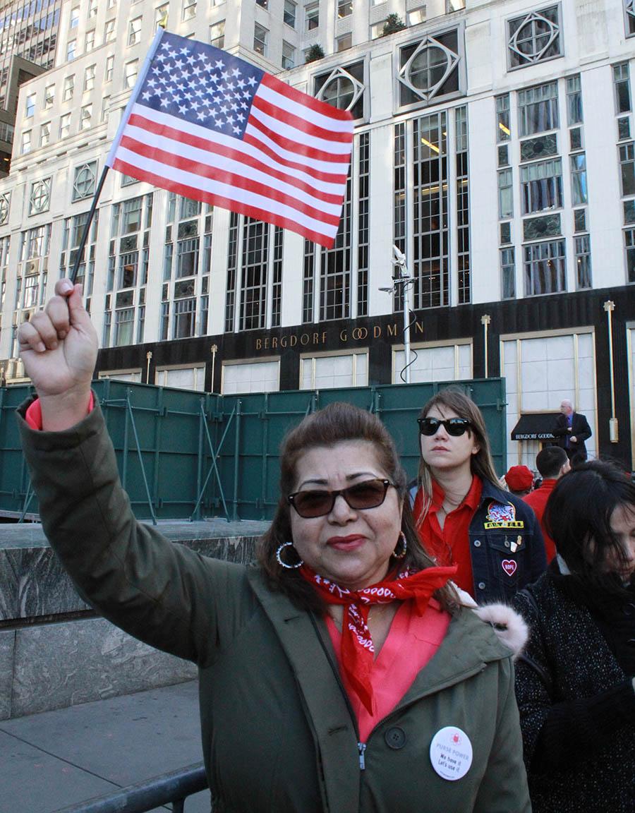 Candle Gómez se sintió orgullosa de participar en la manifestación por los derechos de la mujer. Foto Humberto Arellano