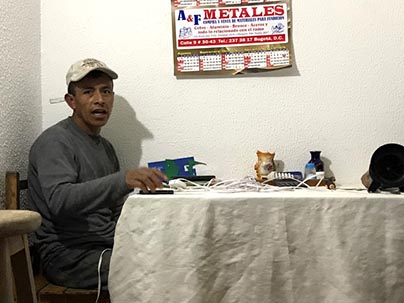 Héctor Julio León en una finca de Fusagasugá, en Cundinamarca.