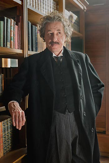 Geoffrey Rush como Albert Einstein en la obra Genius de National Geographic's. 
