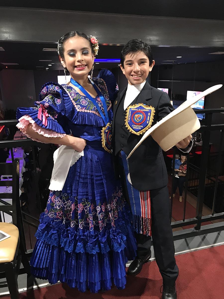 Briana Estrada y Christopher Salgado del Grupo Mosaicos Andinos del Perú.