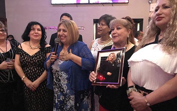 Jueza Carmen Velásquez celebra cumpleaños con la comunidad latina en restaurante Lima