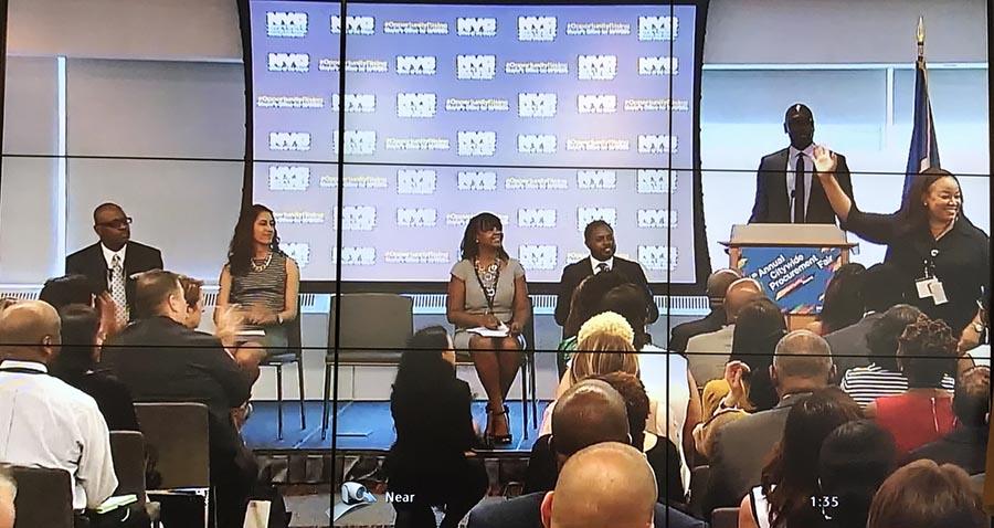 Representantes de la agencias de NYC hablando durante la apertura de la feria.