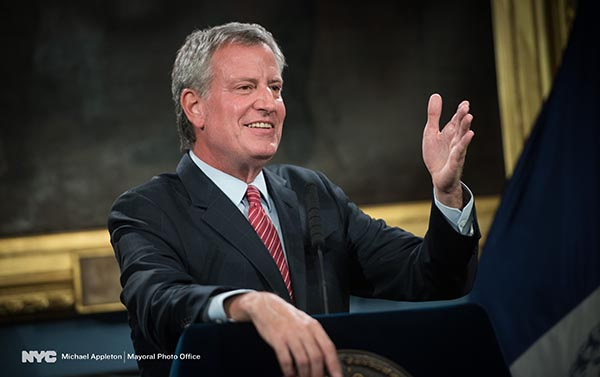 El alcalde Bill de Blasio lucha por los inmigrantes el 4 de Julio