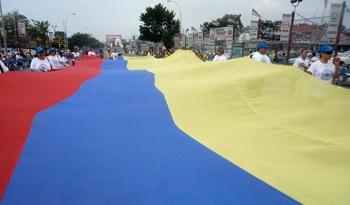 La bandera colombiana siempre se exhibe con orgullo en el Desfile Colombiano de Nueva York. Foto Javier Castaño